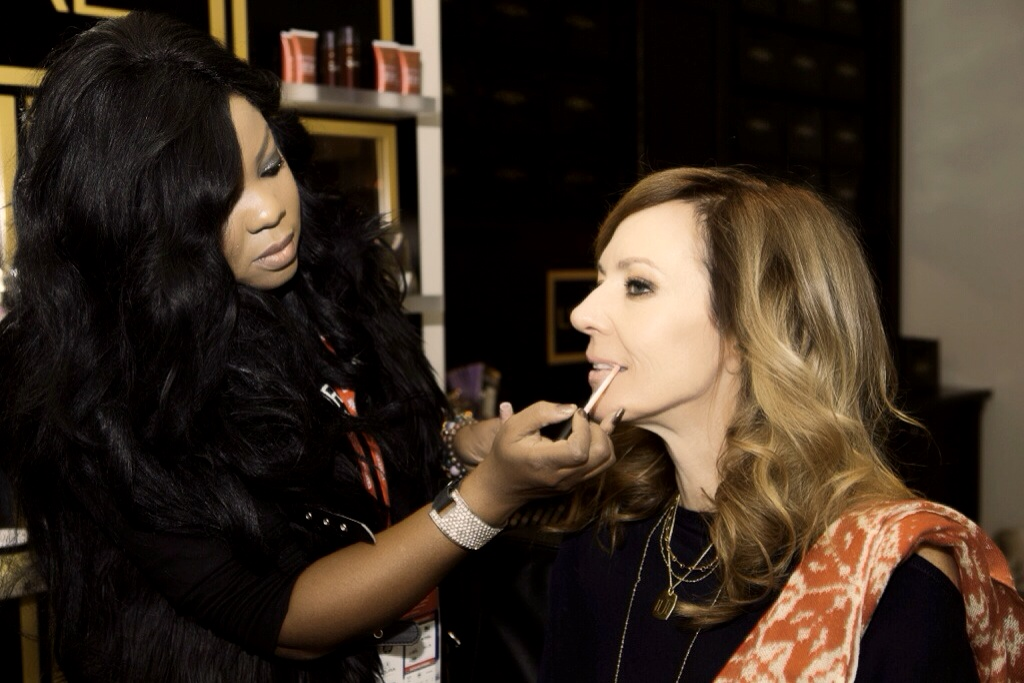 Connecticut-Makeup-Artist-Brandy-Gomez-Duplessis-doing-makeup -on-actress-Allison-Janney-at-Sundance-Film-Festival